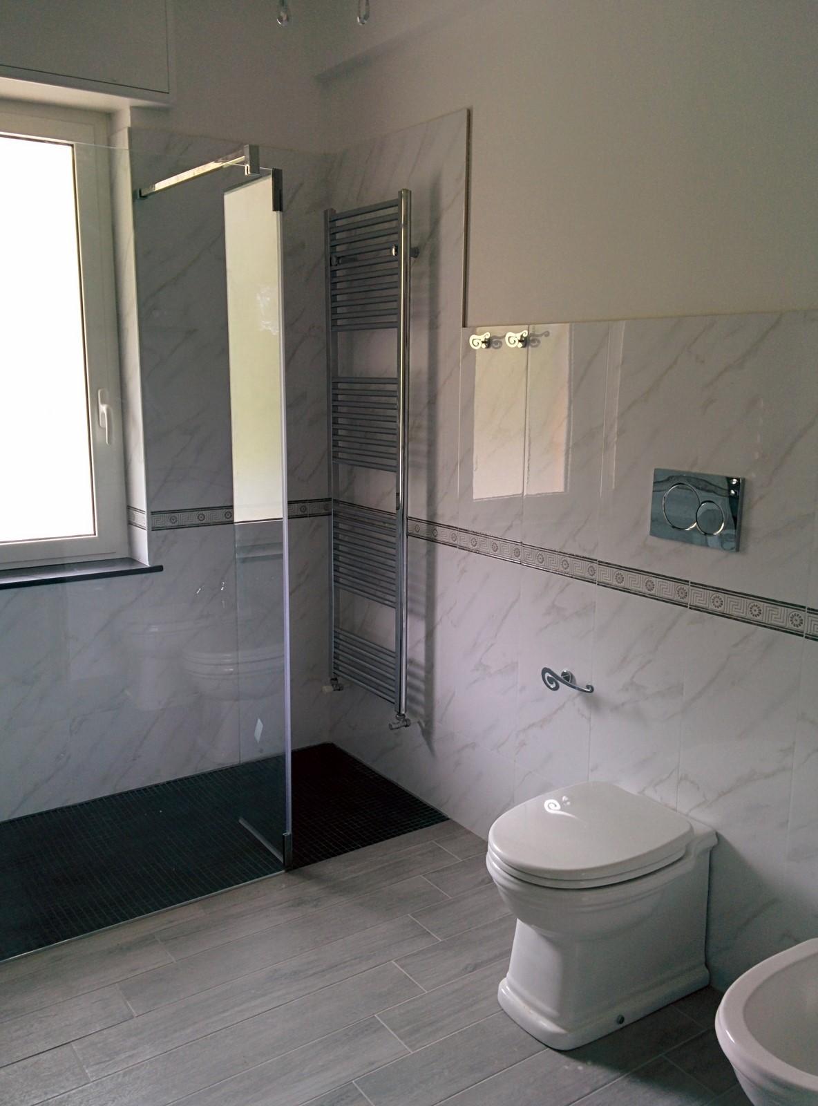 Bagno con doccia in muratura design casa creativa e - Bagno con doccia ...
